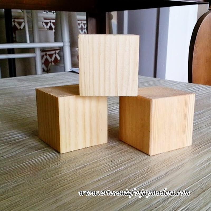 Cubos de madera for Cubo de luz para jardin