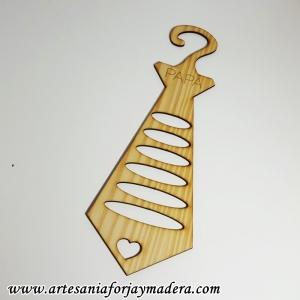 Corbatero de madera