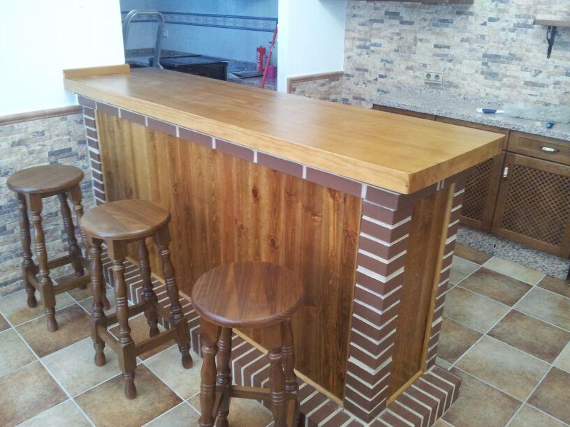 artesan a forja y madera