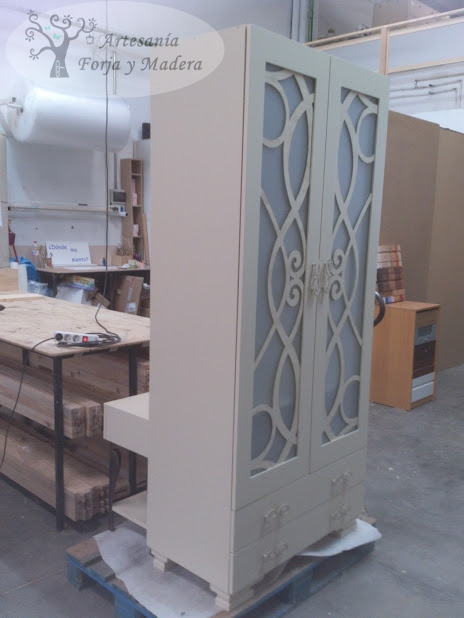Artesan a forja y madera for Muebles de hierro y madera