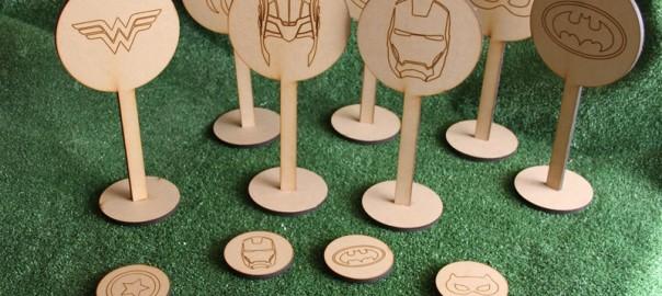 meseros superheroes madera (4)