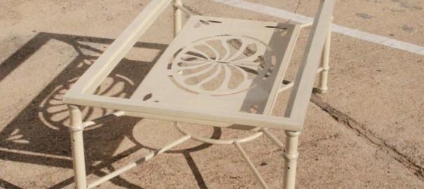Mesa de hierro con revistero