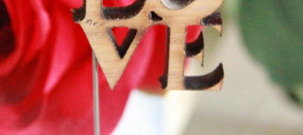 alfiler madera love indiana para bodas