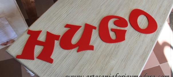 Nombre de madera en rojo