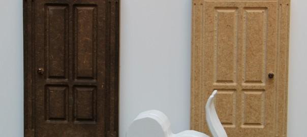 puerta de casita de muñecas